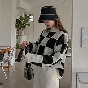 라운딩 체커보드 체스 체크 배색 패턴 유니크 니트